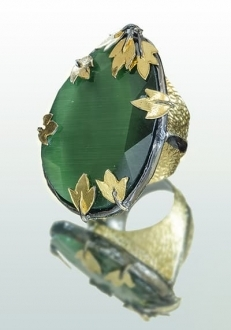 Green Sapphire Ring with Gold Leaf Accent